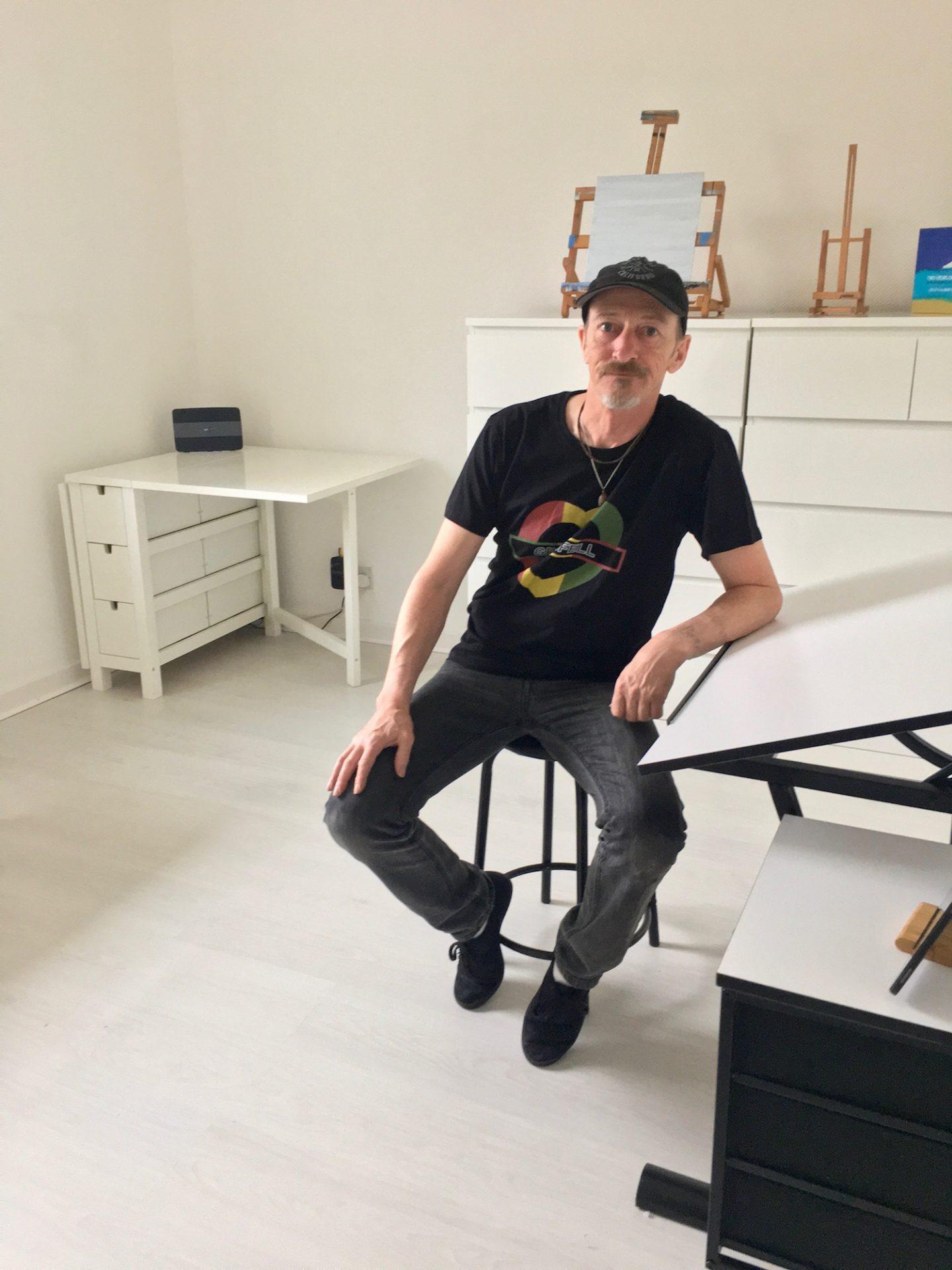 stephen scott glasgow artist in studio